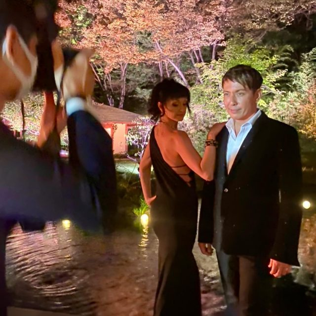 Great evening working an intimate show for Cartier in Osaka at the #gardenorientalosaka This event was originally scheduled back in April during the cherry blossom season and was postponed until now. The show I performed was in an elaborate and beautiful setting with the garden as my backdrop. We implemented new safely measured to ensure that everyone was safe during the performance. This for me was a big challenge as before Covid, I always believed in close communications with the people I engage during my performances.  Well... I'm proud to say that my team and the organizers of the event did a great job helping ensure this was a fun and yet safe environment for their guests. Thank you #cartier #magic2020 #safetyfirst #liveevents #magician #imback
